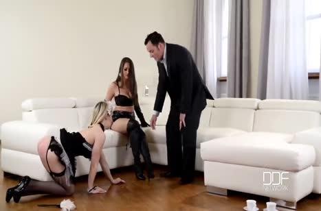 Красивые девахи легко соглашаются на разные пытки №174