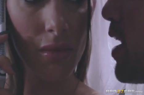 Громандный болт в писе округляет глаза девушки №4075