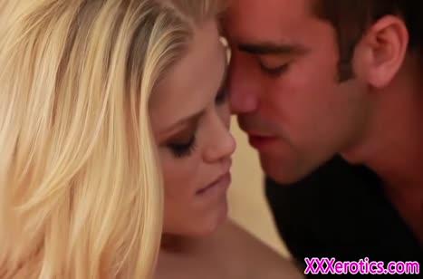 Девочки наслаждаются нежной романтической порнушкой №2136