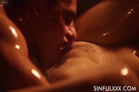 Скриншот Девочки наслаждаются нежной романтической порнушкой №2696 3