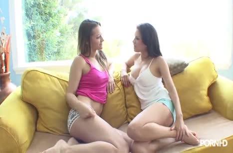 Скриншот Лесбочки страстно лижут писечки и сексуально стонут №2499 1