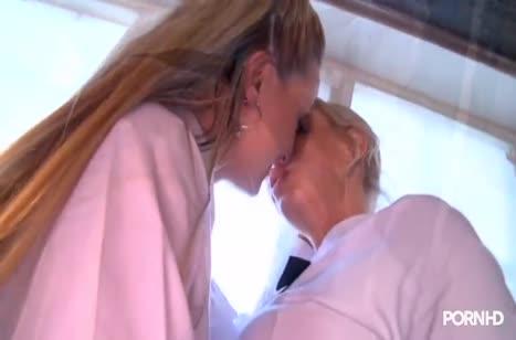 Скриншот Скачать порно с красивыми и развратными лесбиянками №3875 1