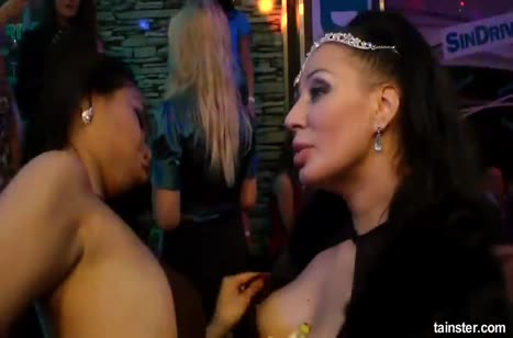 Скриншот Отпадные подружки лесбиянки решили немного покувыркаться №4720 5