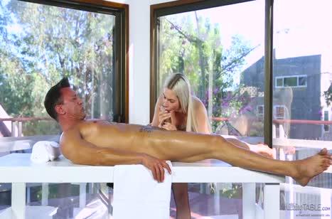 Скриншот Жопастая телочка решила перепихнуться на сеансе массажа №2290 3