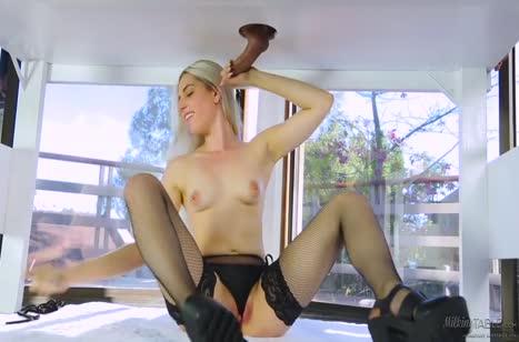 Скриншот Жопастая телочка решила перепихнуться на сеансе массажа №2290 5