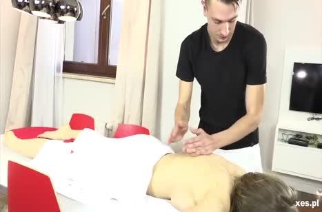 Развратное порно прямо в массажном кабинете №2776