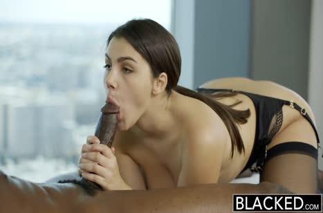 Скриншот Развратное порно прямо в массажном кабинете №3683 4
