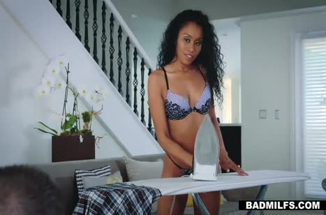 Скриншот Развратное порно видео с минетчицами бесплатно №1312 3
