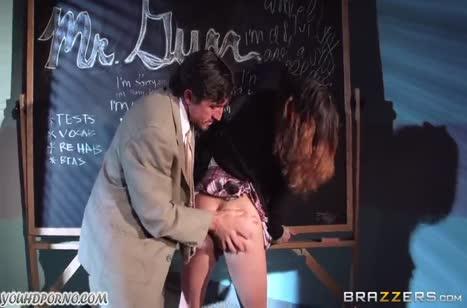Горячая студенточка смачно трахается и мило стонет №3740