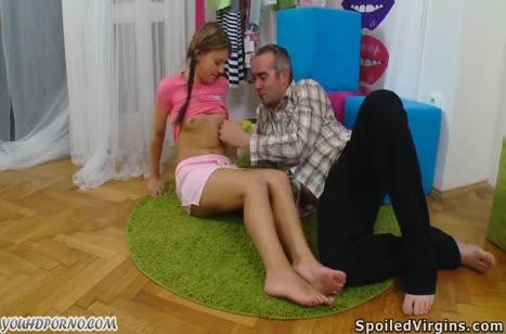 Скриншот Горячая студенточка смачно трахается и мило стонет №3751 1