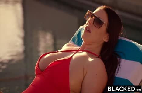 Скриншот Красивая телочка замутила классную порнушку с негром №2517 1