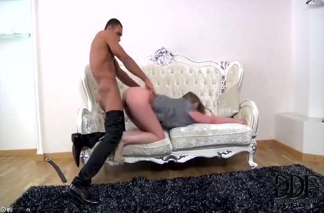 Скриншот Красивая телочка замутила классную порнушку с негром №3077 4