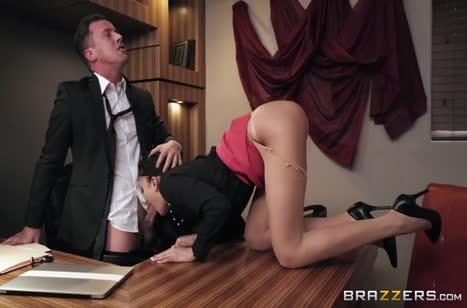 Скриншот Сотрудницу с классным телом отдрючили прямо в офисе №3471 1