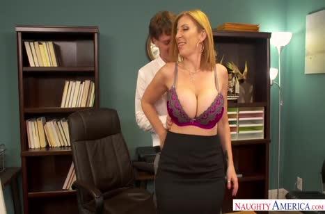 Сотрудники снимают стресс сексом прямо на работе №4527